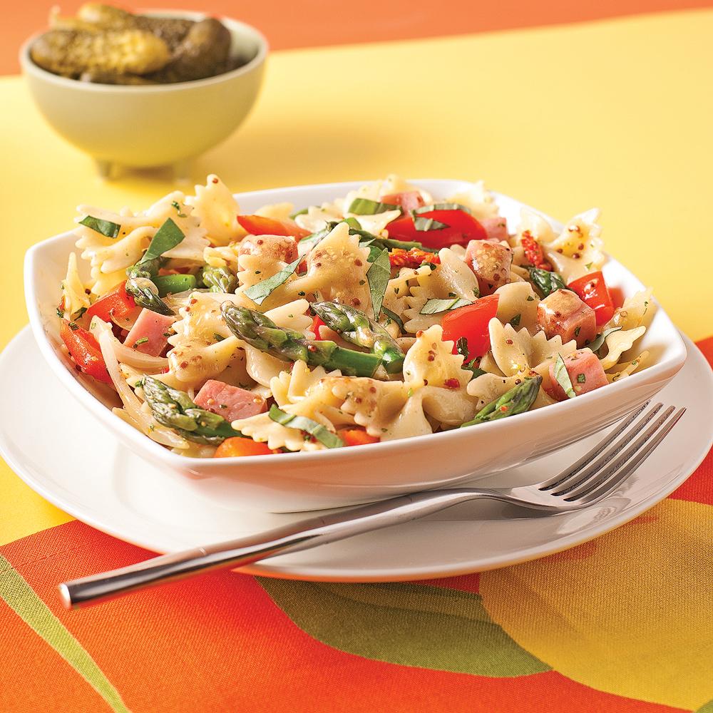 Salade ti de de farfalles au jambon tomates s ch es et asperges recettes cuisine et - Salade de pates jambon ...