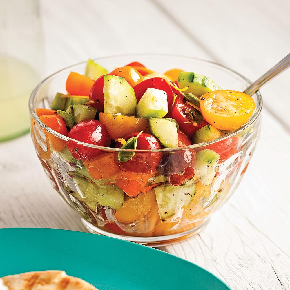 salade de concombre et tomates color es recettes cuisine et nutrition pratico pratique. Black Bedroom Furniture Sets. Home Design Ideas
