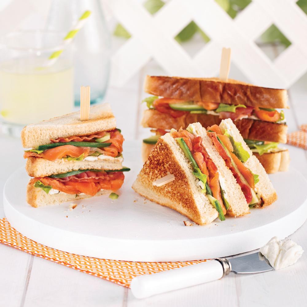 club sandwich au saumon fum et bacon recettes cuisine et nutrition pratico pratique. Black Bedroom Furniture Sets. Home Design Ideas
