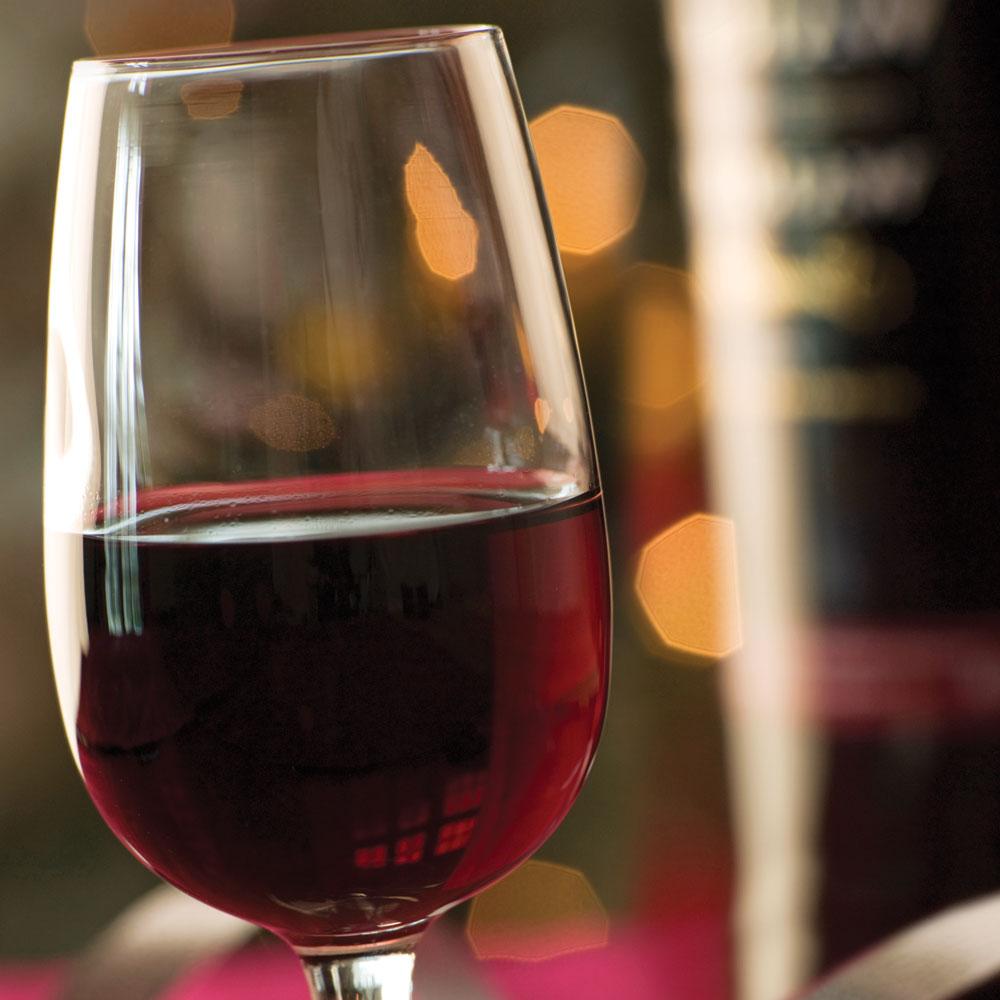 quel verre utiliser pour le porto vin bi re et cie cuisine et nutrition pratico pratique. Black Bedroom Furniture Sets. Home Design Ideas