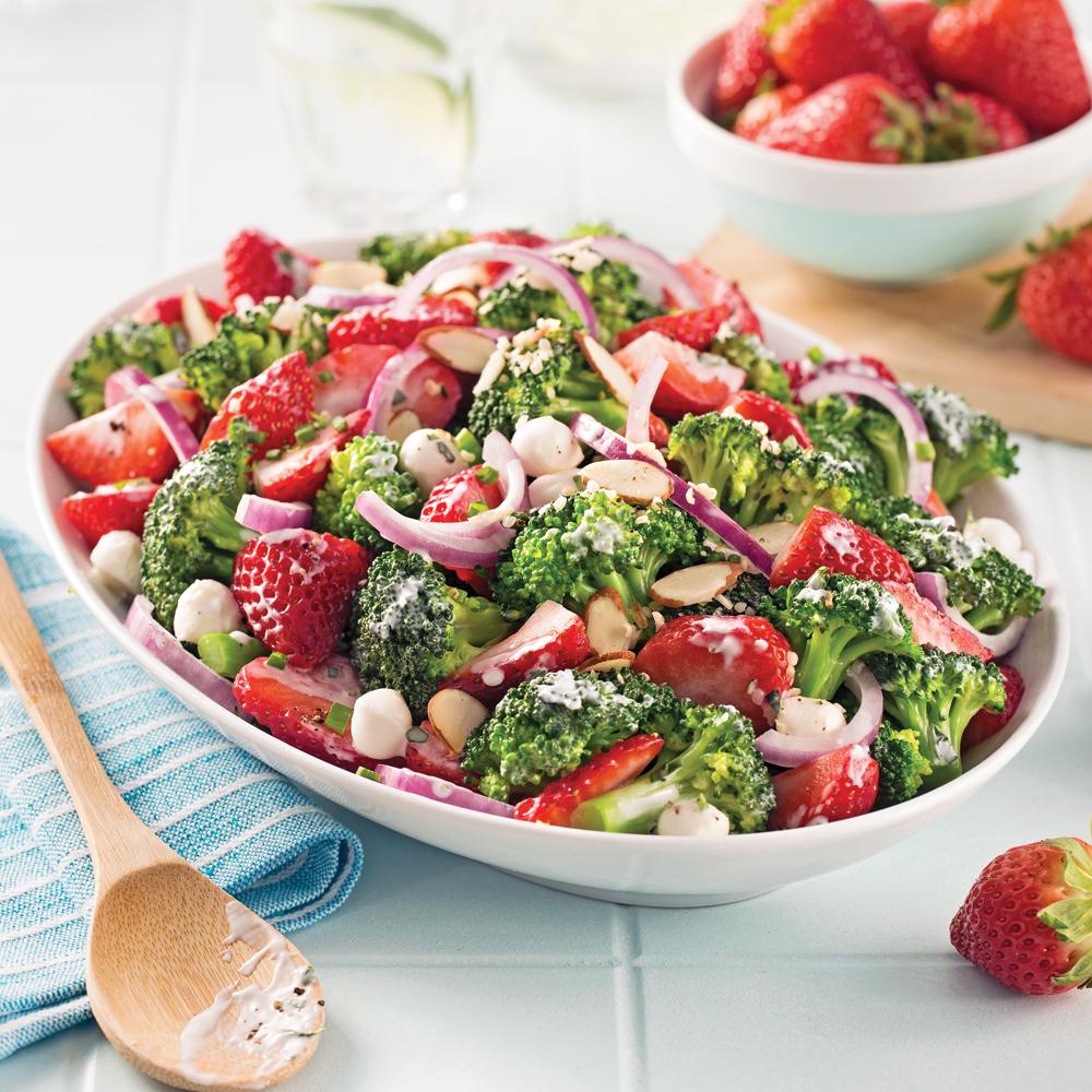 salade de fraises et brocoli sauce cr meuse recettes cuisine et nutrition pratico pratique. Black Bedroom Furniture Sets. Home Design Ideas