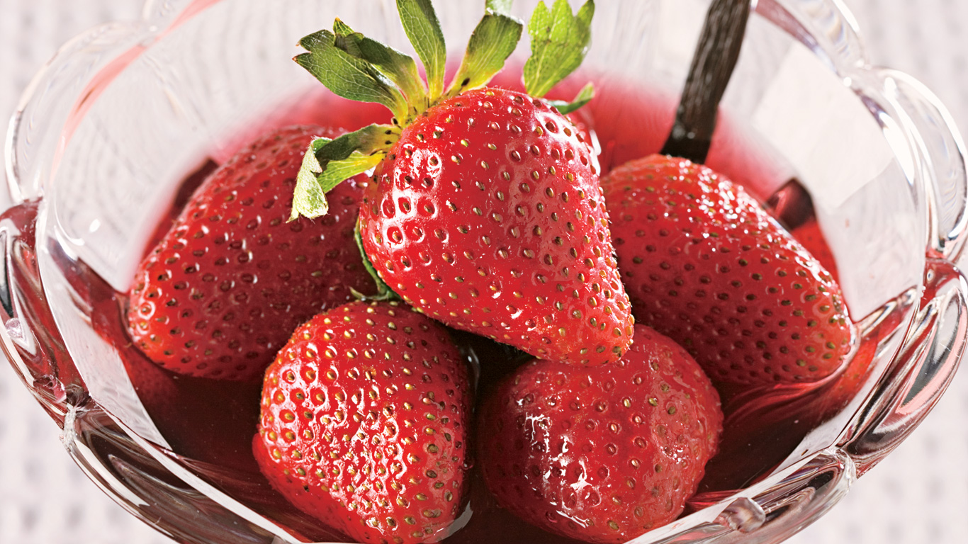 fraises au vin parfum de vanille recettes cuisine et nutrition pratico pratique. Black Bedroom Furniture Sets. Home Design Ideas