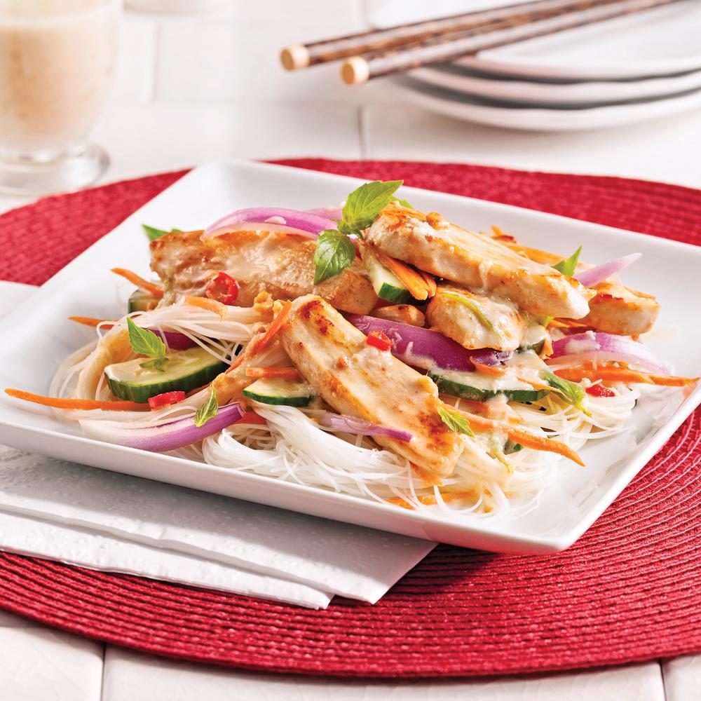 salade ti de au poulet tha et vermicelles de riz recettes cuisine et nutrition pratico. Black Bedroom Furniture Sets. Home Design Ideas