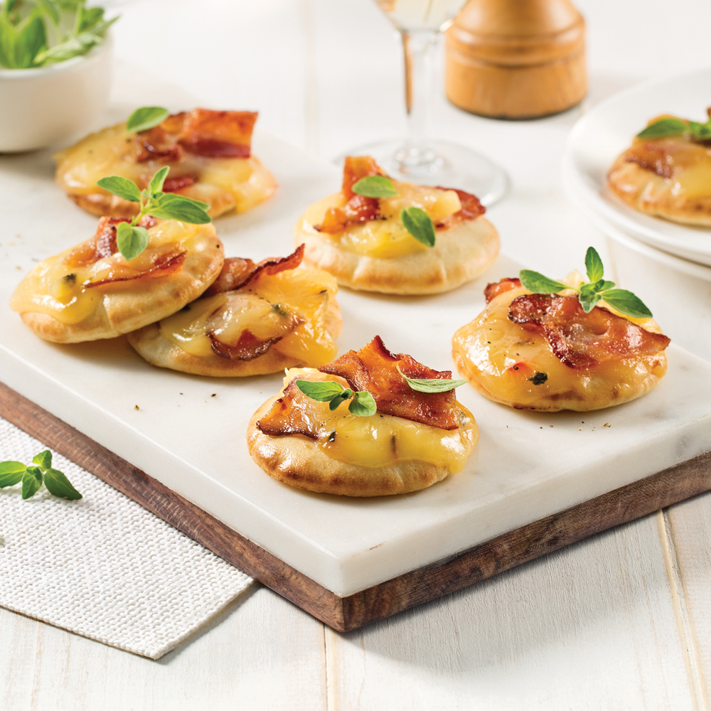 mini pizzas au fromage et bacon entr es et soupes recettes 5 15 recettes express 5 15. Black Bedroom Furniture Sets. Home Design Ideas