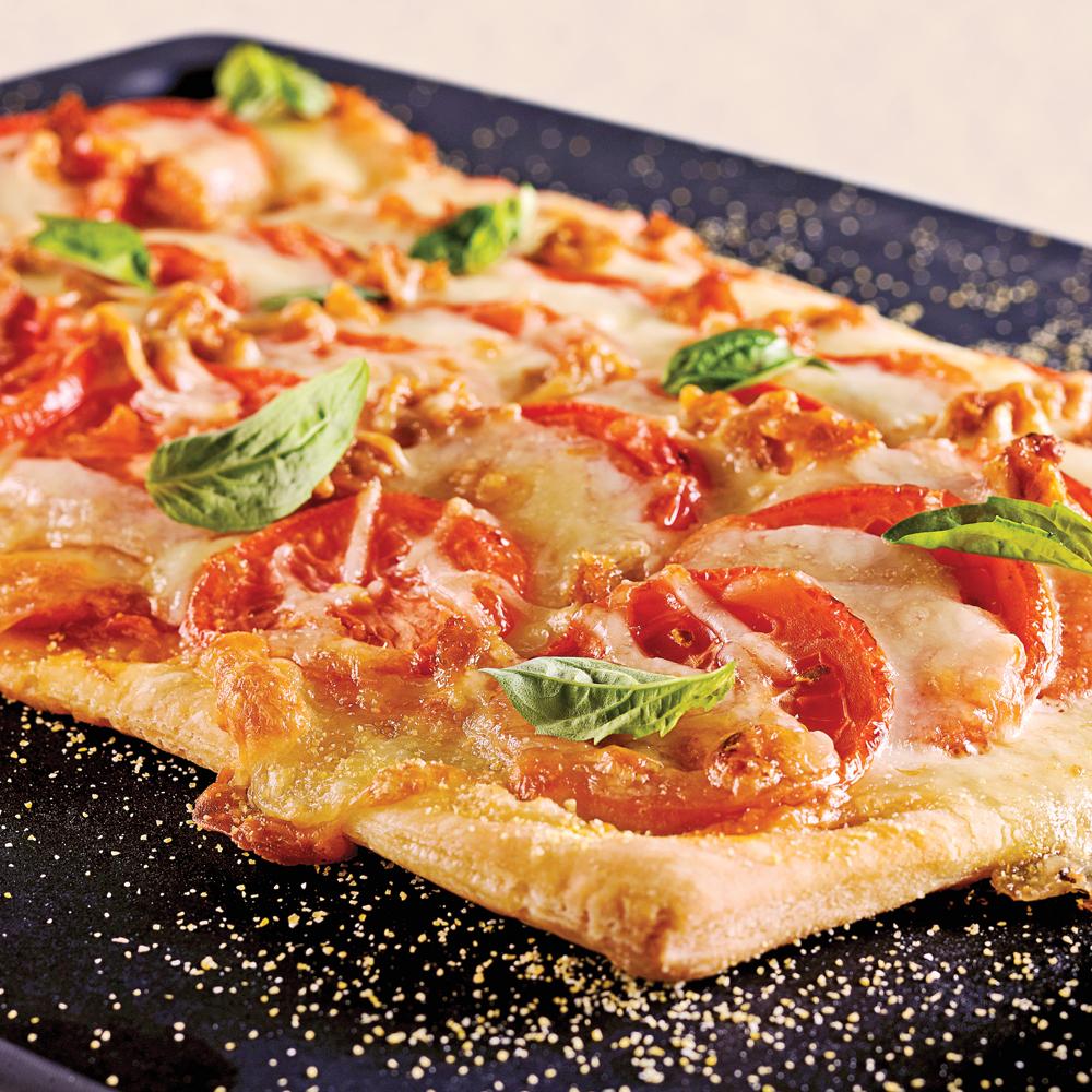 pizzas aux saucisses italiennes et bocconcinis sur p te. Black Bedroom Furniture Sets. Home Design Ideas