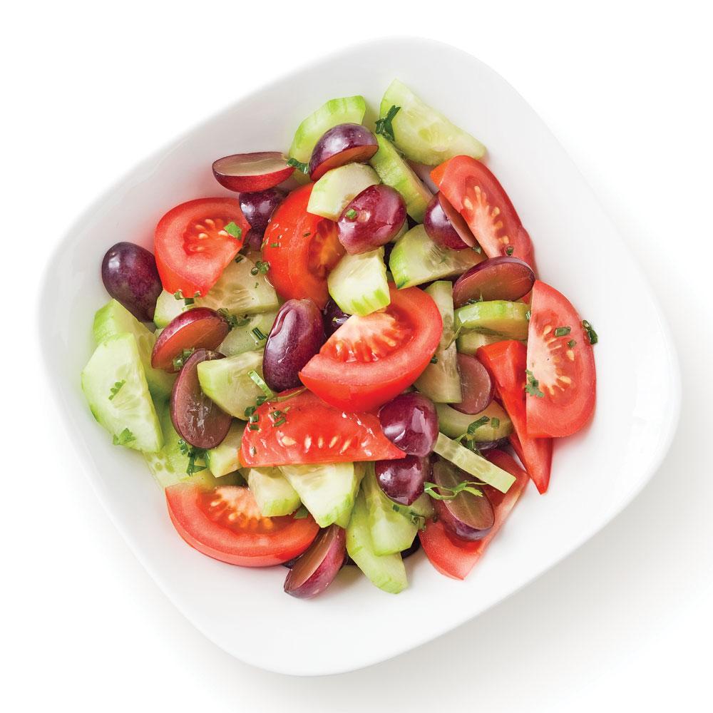 salade de tomates avec concombres et raisins recettes cuisine et nutrition pratico pratique. Black Bedroom Furniture Sets. Home Design Ideas