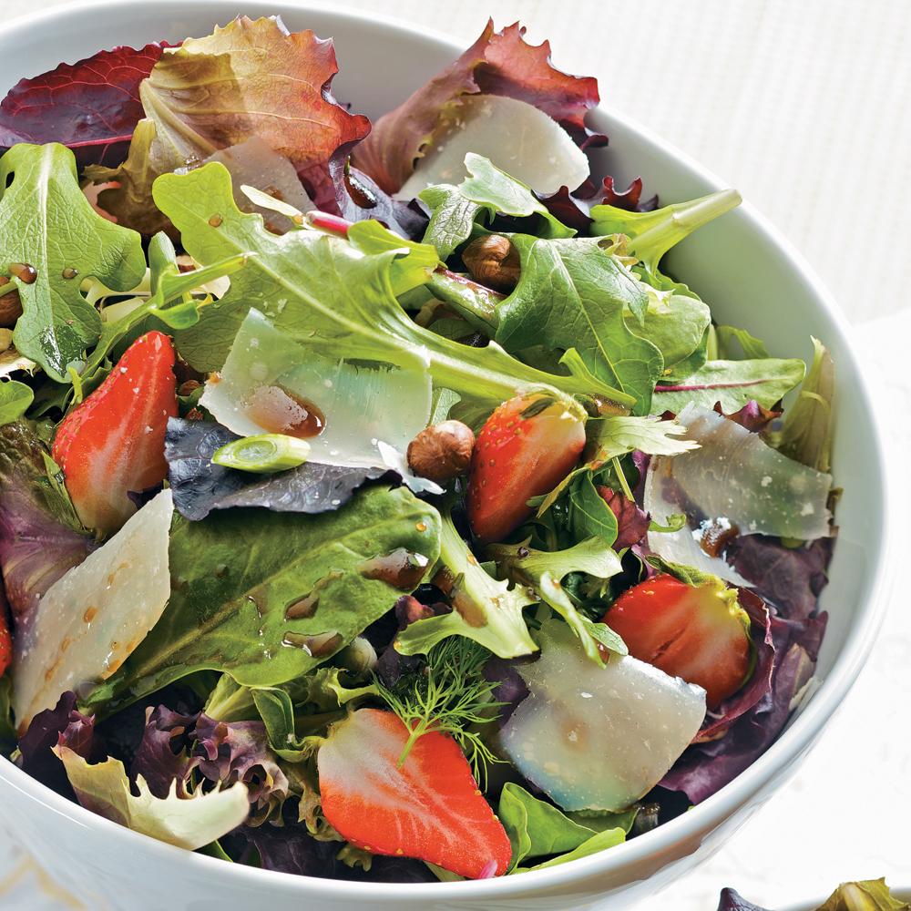salade de mesclun aux fraises et vinaigrette balsamique recettes cuisine et nutrition. Black Bedroom Furniture Sets. Home Design Ideas