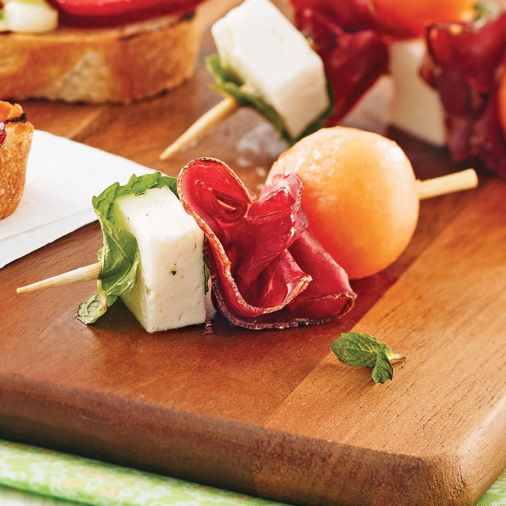 mini brochettes la viande des grisons cantaloup et feta recettes cuisine et nutrition. Black Bedroom Furniture Sets. Home Design Ideas