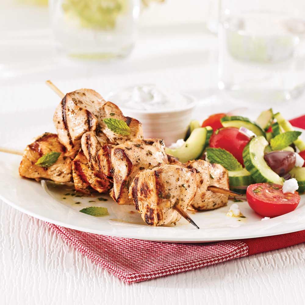 souvlakis de poulet et tzatziki recettes cuisine et nutrition pratico pratique. Black Bedroom Furniture Sets. Home Design Ideas