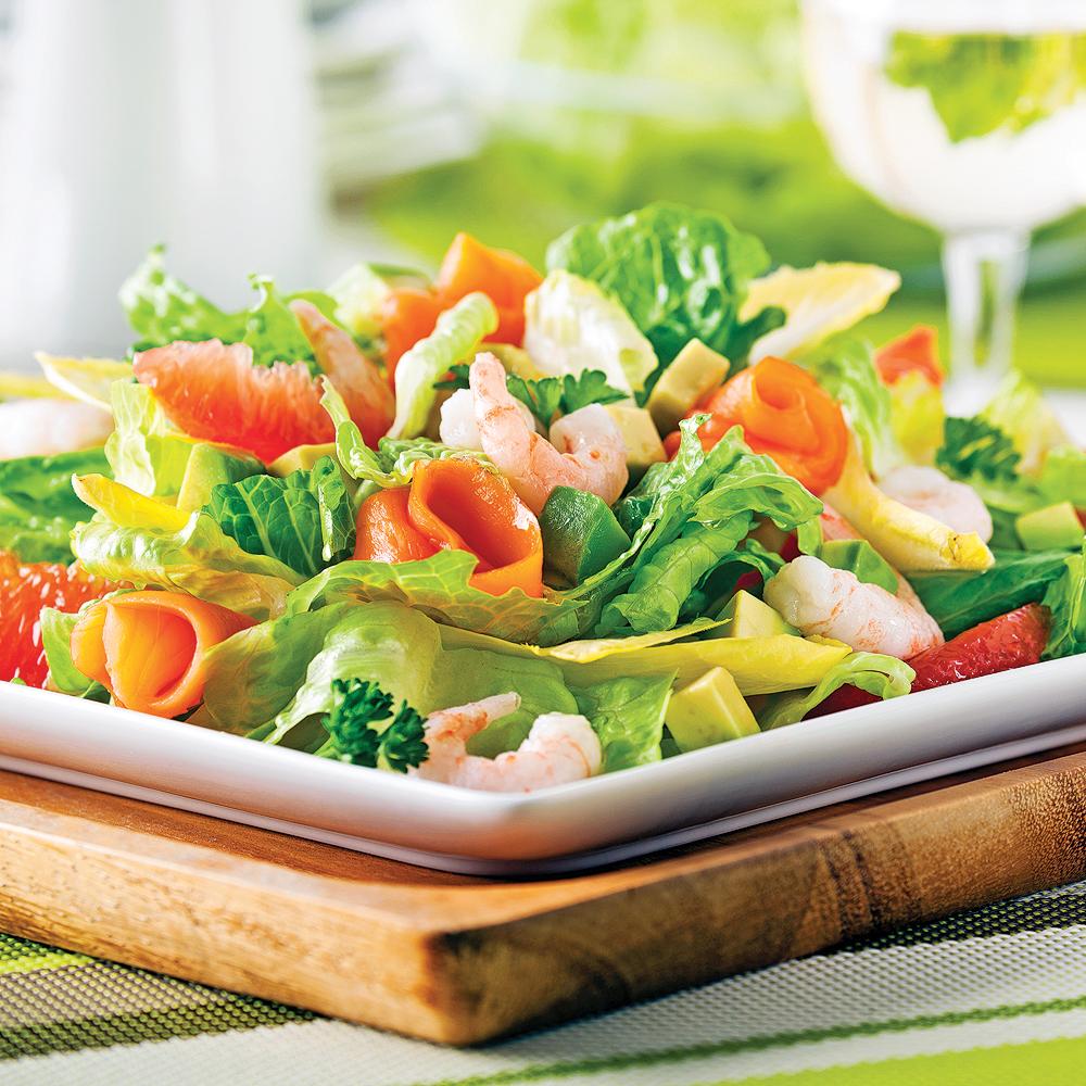 salade fra cheur aux crevettes nordiques et saumon fum recettes cuisine et nutrition. Black Bedroom Furniture Sets. Home Design Ideas
