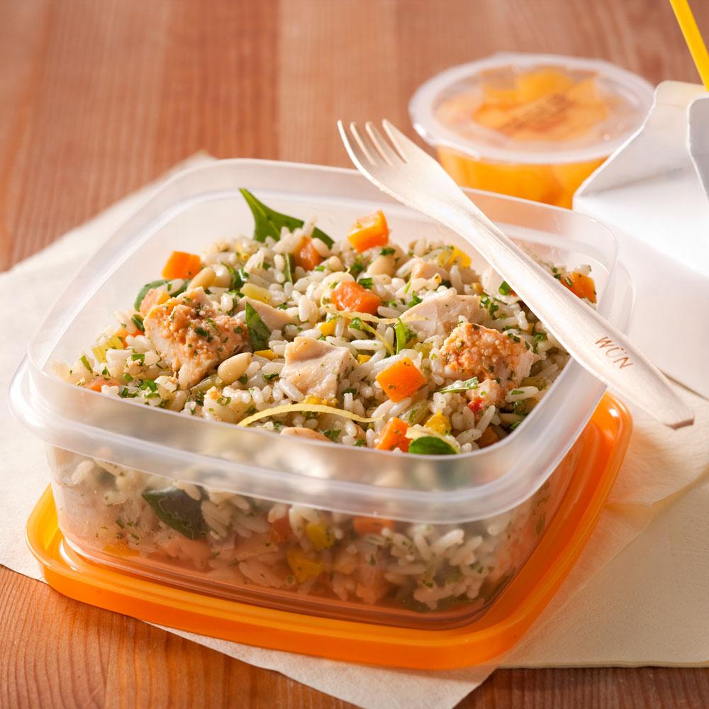 salade de riz au poulet et aux fines herbes recettes cuisine et nutrition pratico pratique. Black Bedroom Furniture Sets. Home Design Ideas