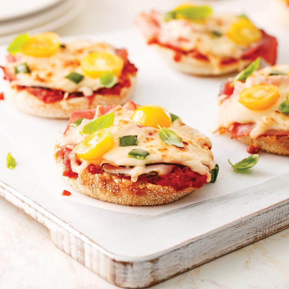 mini pizzas sur muffins anglais soupers de semaine recettes 5 15 recettes express 5 15. Black Bedroom Furniture Sets. Home Design Ideas