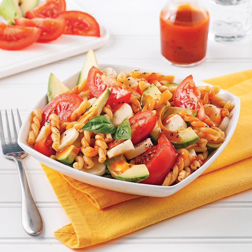 salade de pâtes aux tomates avocat et coeurs de palmier soupers
