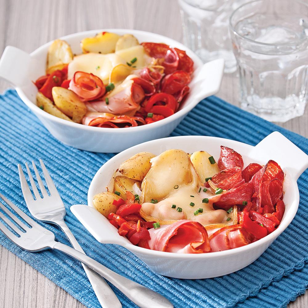 Raclette au four dans sa cassolette brunchs recettes 5 15 recettes express 5 15 pratico - Appareil a fondue savoyarde traditionnel ...