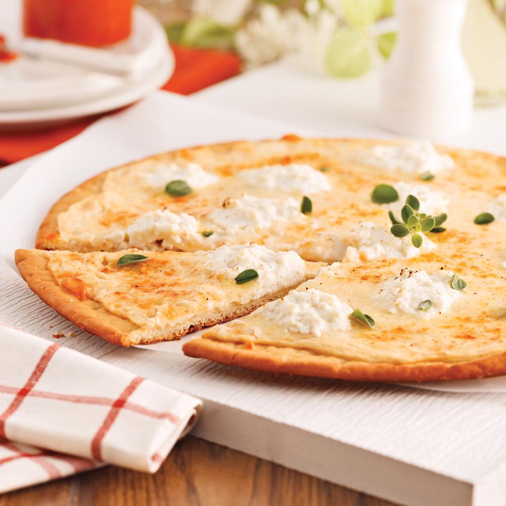 pizza blanche aux trois fromages soupers de semaine recettes 5 15 recettes express 5 15. Black Bedroom Furniture Sets. Home Design Ideas
